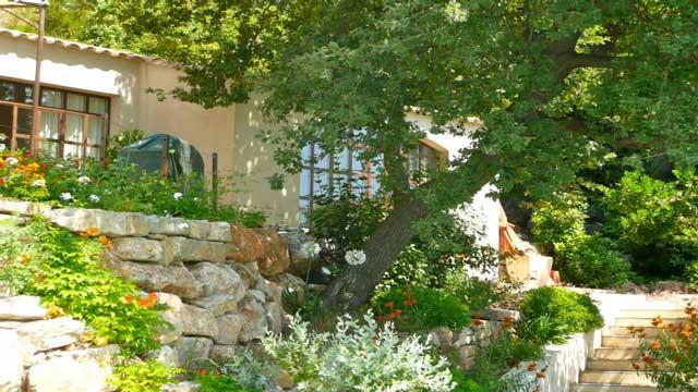 Sur la terrasse, à droite, le studio