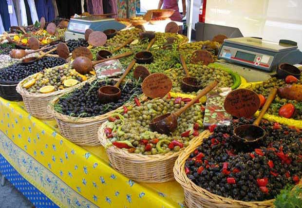 ... des senteurs du Sud vous attendent sur les marchés Provençaux...