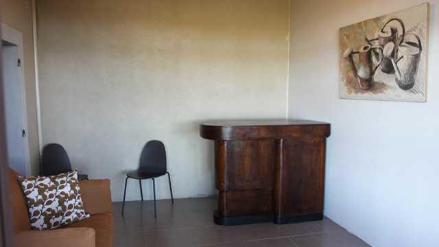 Le bar - pièce de vie - entre la cuisine et le studio