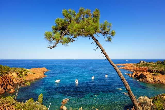 Ambiance Mer, avec un littoral aux décors variés...