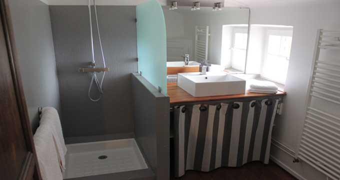 ...et sa salle de bain privative.